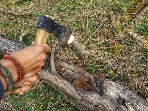 Position initiale pour couper une buche Yakasurvie