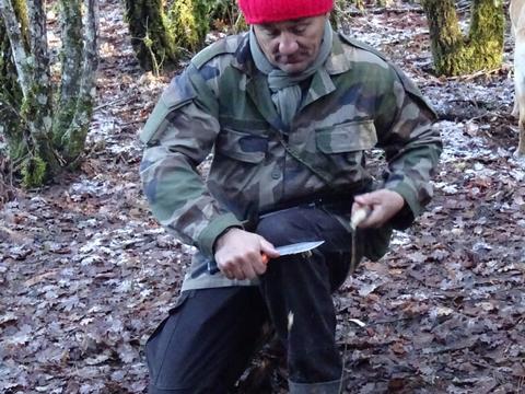decouverte securite couteau yakasurvie